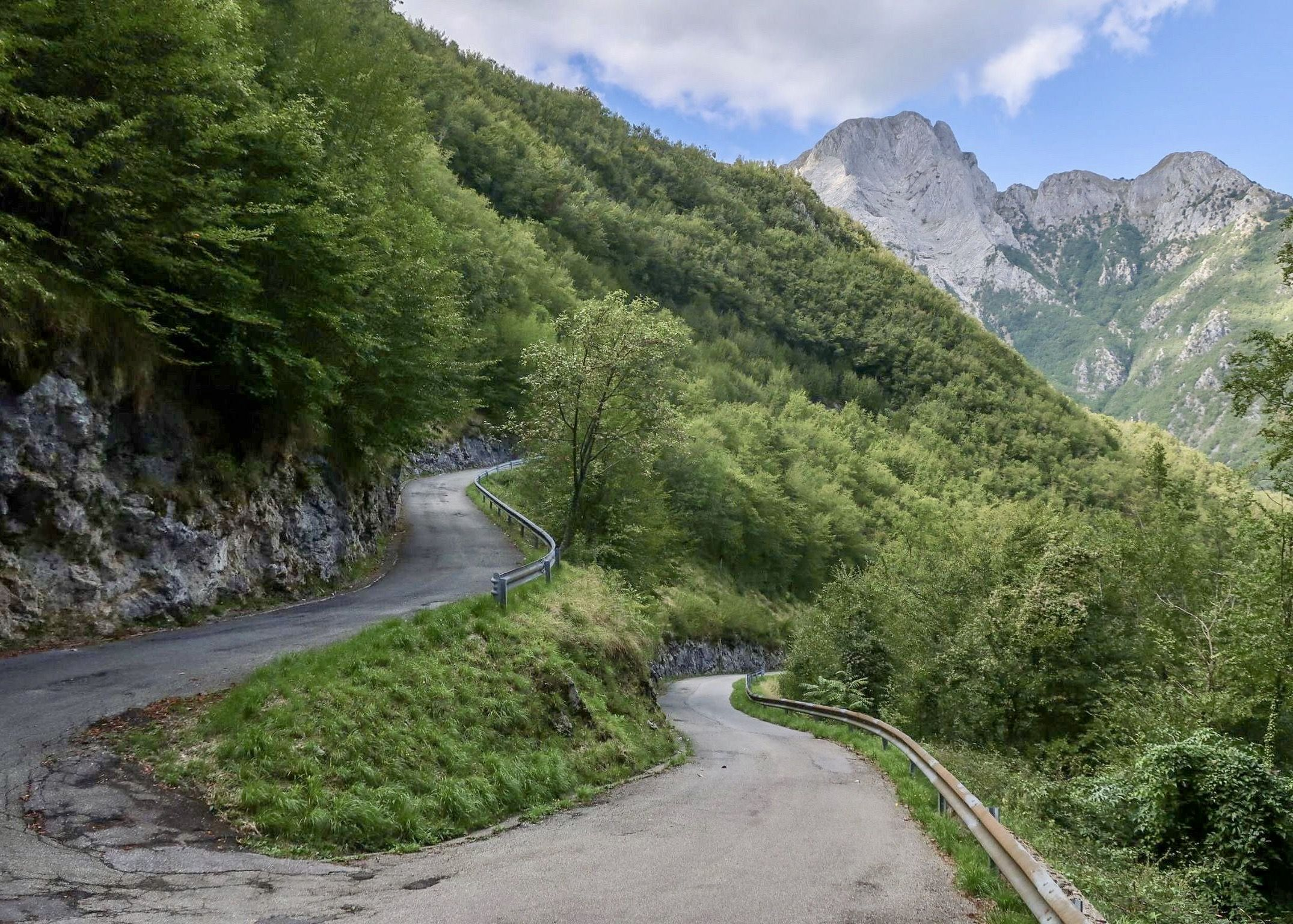 Hairpin switchback in the Apuan Alps